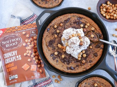 Almond Butter Chocolate Chip Chickpea Skillet Cookie (Gluten-Free)